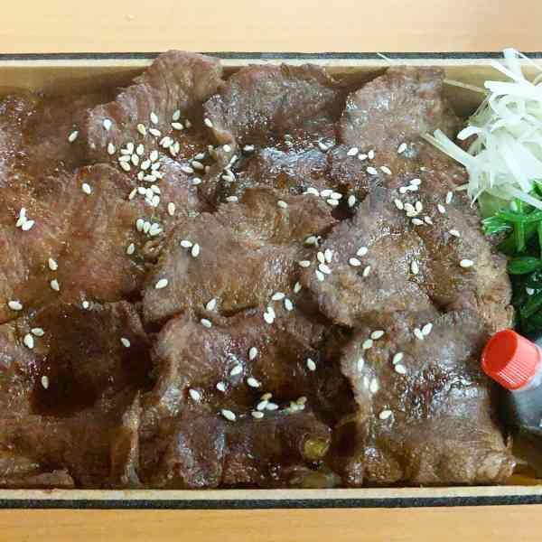 特選まぁちゃん重(牛タン重 or サーロイン重)